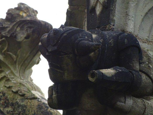 Gargolas figuras extrañas Capilla de nuestra Señora de Belén Mazinger Z